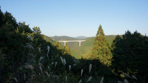 新旅足橋を望む